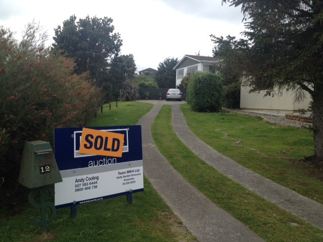 SOLD under the hammer - 12 Ettrick Grove, Papakowhai by Andy Cooling