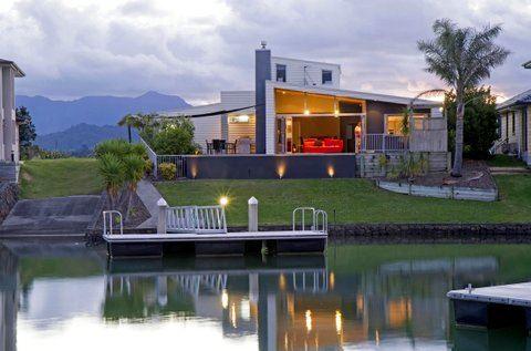 Luxurious - Award Winning Canal Front Home