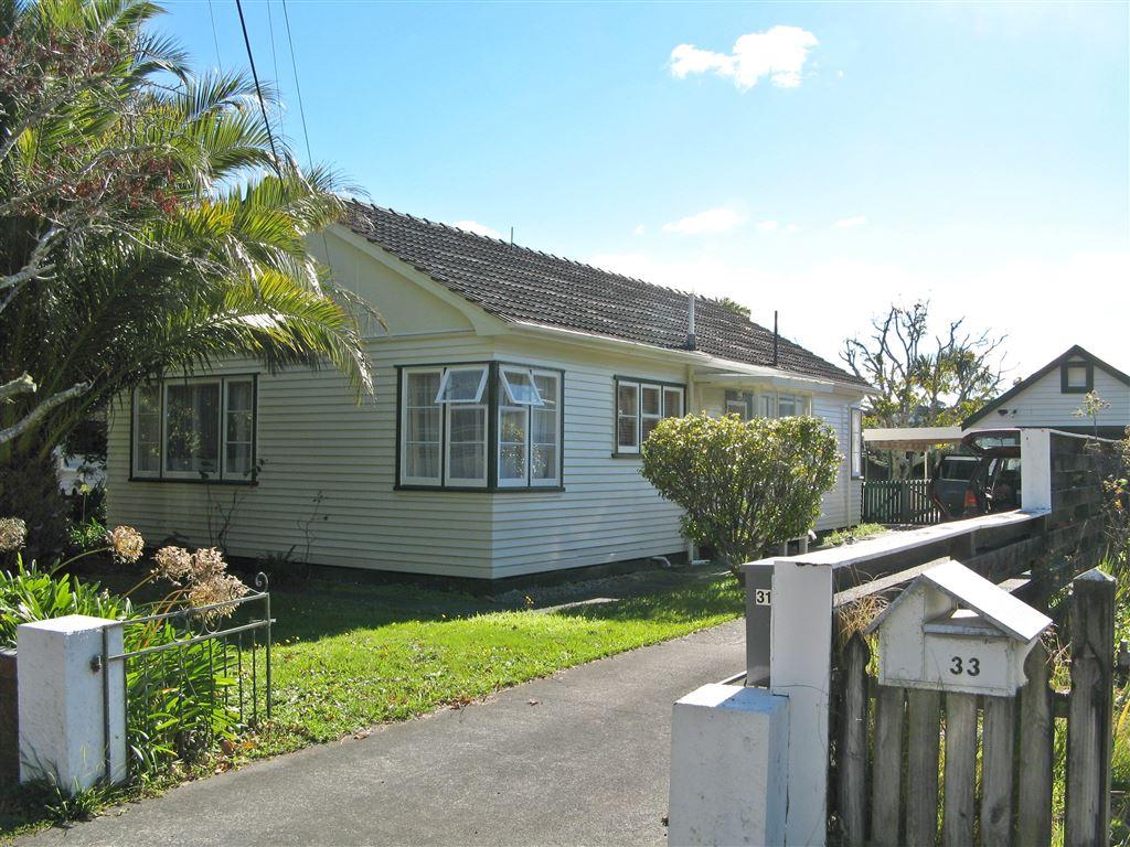 Kiwi Quarter Acre - Top Street