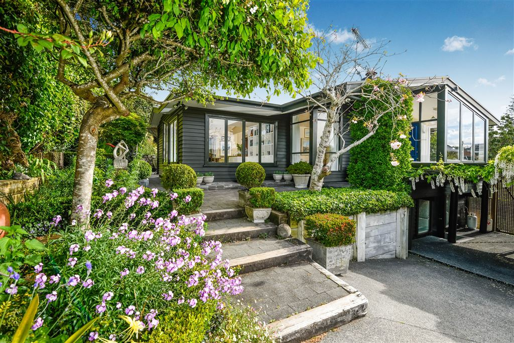 Family living on Remuera's northern slopes!