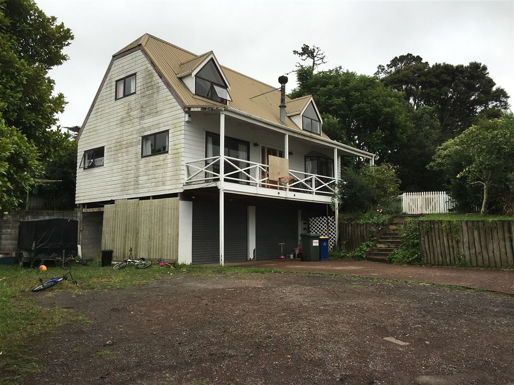 First Or Second Home - 944m2 Land