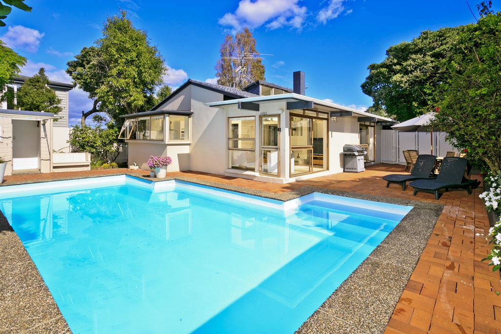 Not Plaster! Solid Concrete Family Home In The Bays