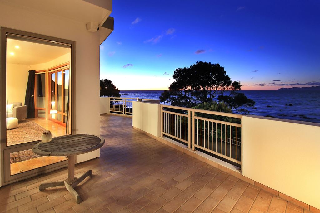 Exquisite Beachfront Position!