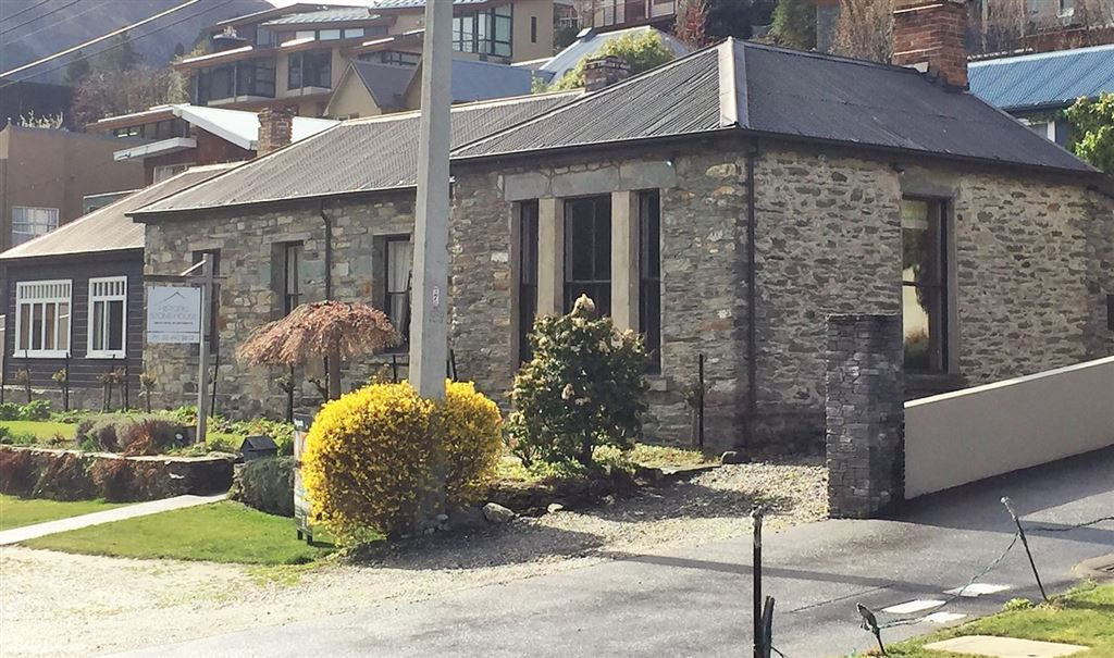 Queenstown's Iconic Stonehouse