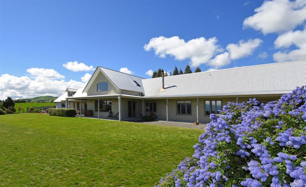 Stunning Views And Lifestyle In Gladstone - Offers Invited