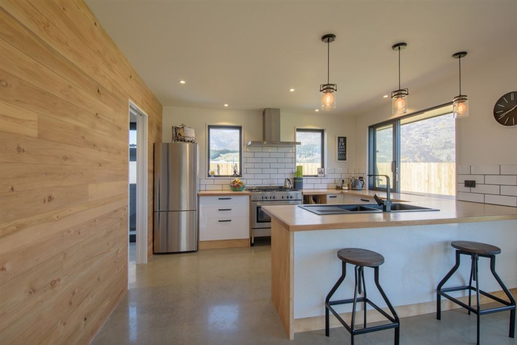 Ecological Home built for Sun, Views and Family