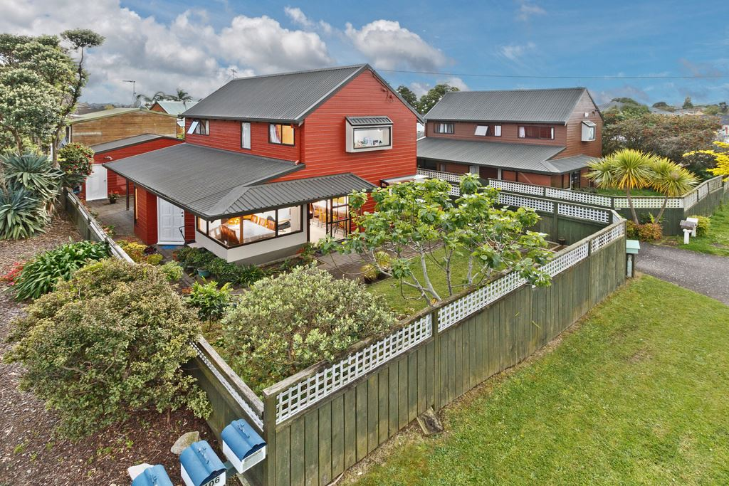 Beautiful cedar family home