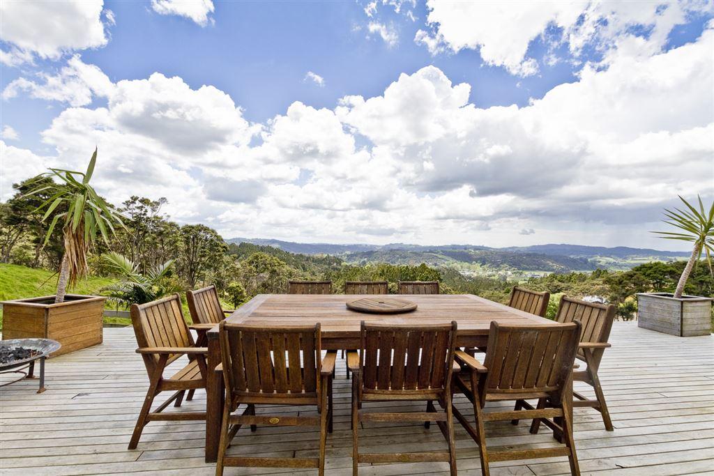 Spectacular Views & 2½ Acres Grazing