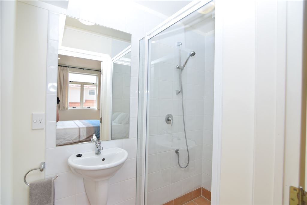 Lower level ensuite