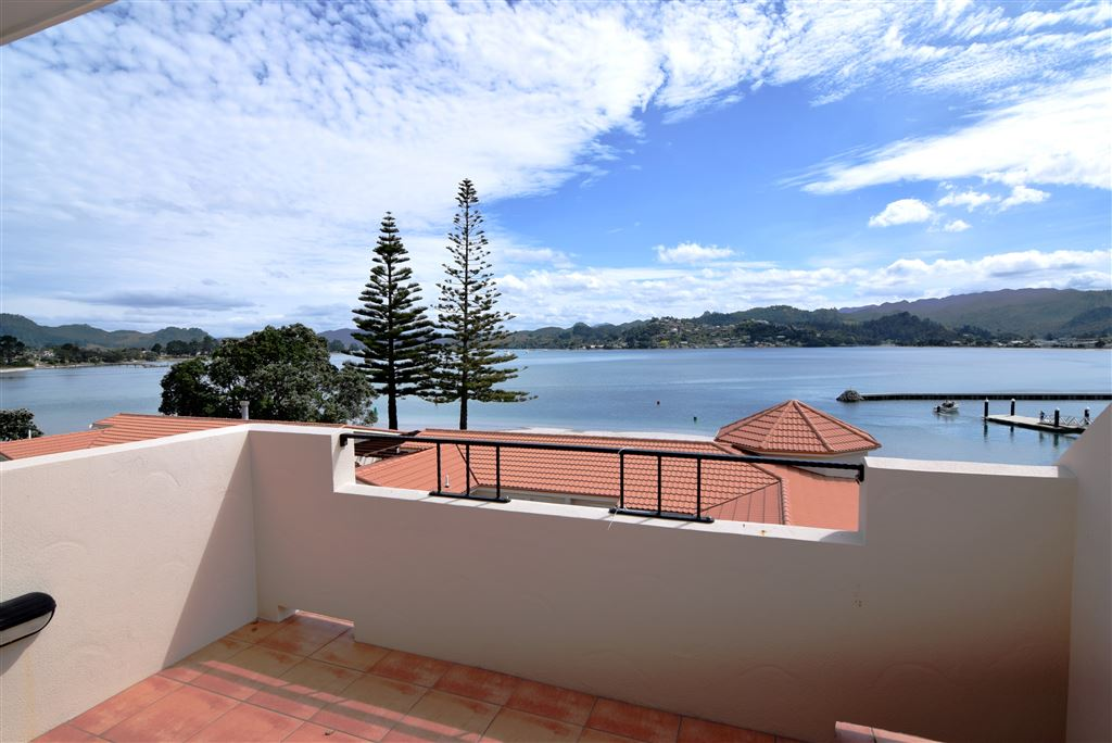 Top level balcony overlooking Tairua/Pauanui Harbour