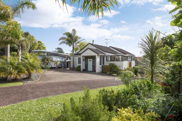 Gorgeous Home & Income in Quiet Cul-De-Sac
