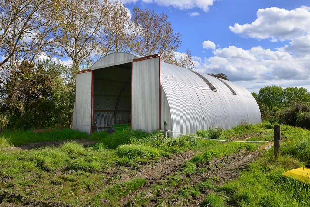 ... there is a barn for your hay, if you are looking for holding income