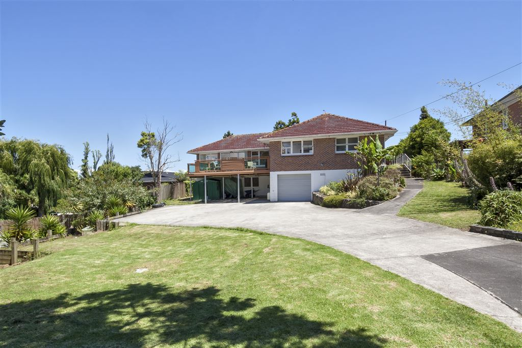 Substantial Family Home on 1399sqm and Development Potential