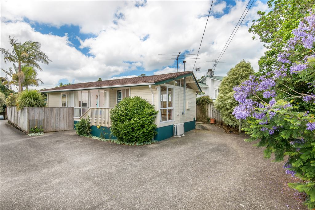 Affordable living in the heart of Glenfield!