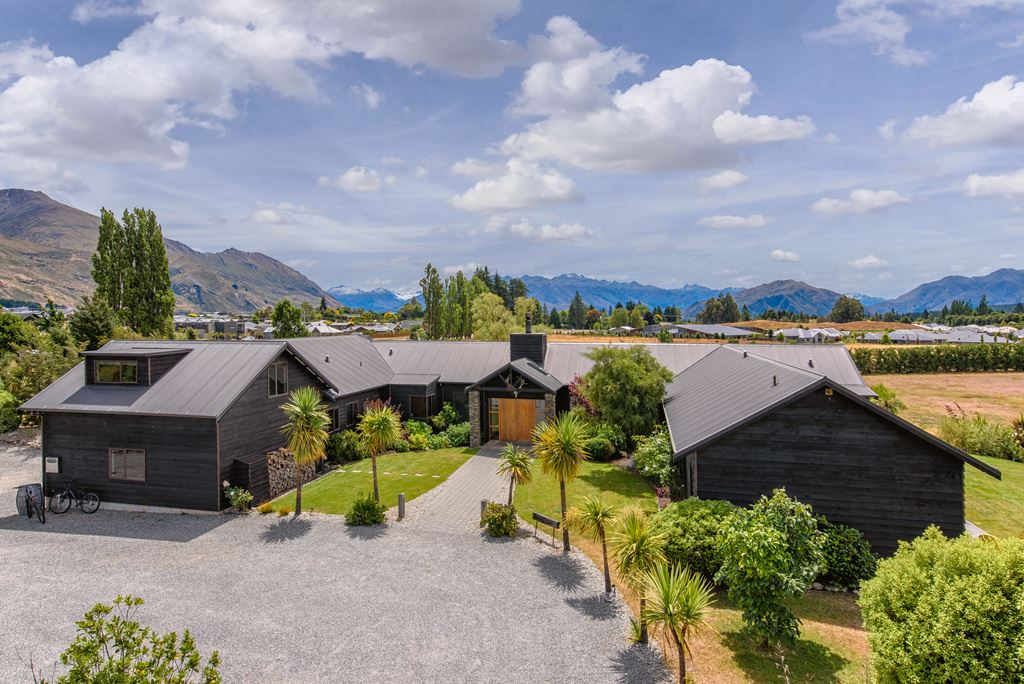 Ultimate Wanaka Lifestyle And Income