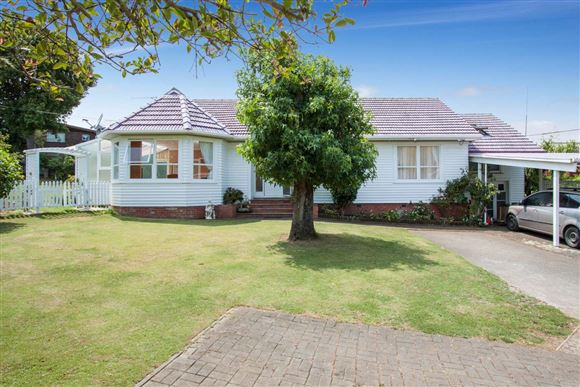 Family Home With Development Potential 1,131m2