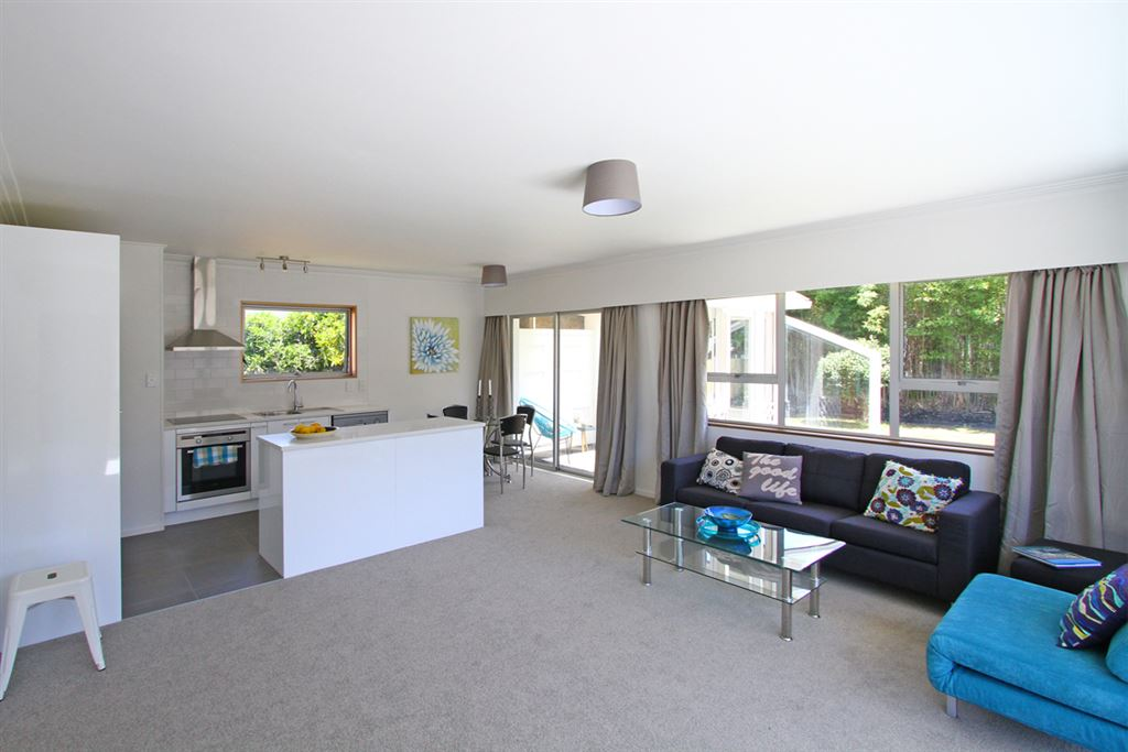 Below Auckland's average price! Walk to the beach!