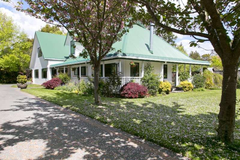 Elegant Colonial Beside The Tongariro River