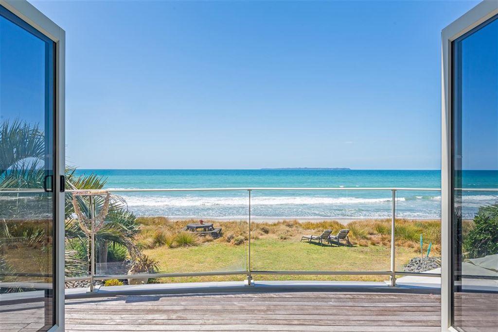 Intimate Beachfront Papamoa