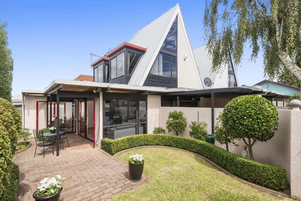 Remuera Location & Convenience With 1980s Style