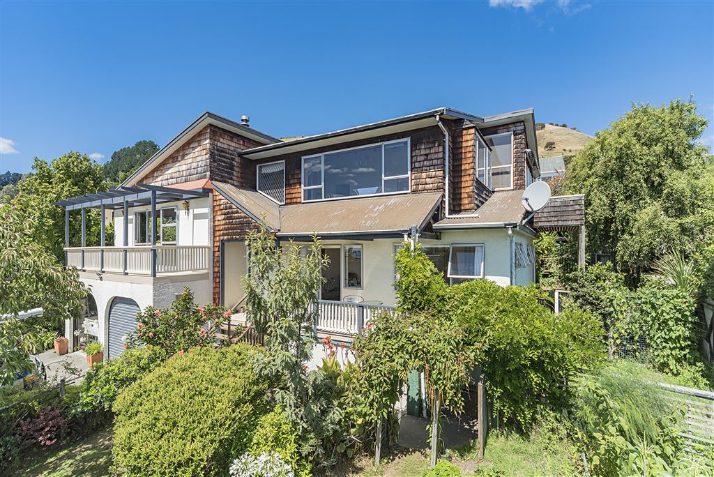 Large Family Home, Income Opportunity and Views!!!