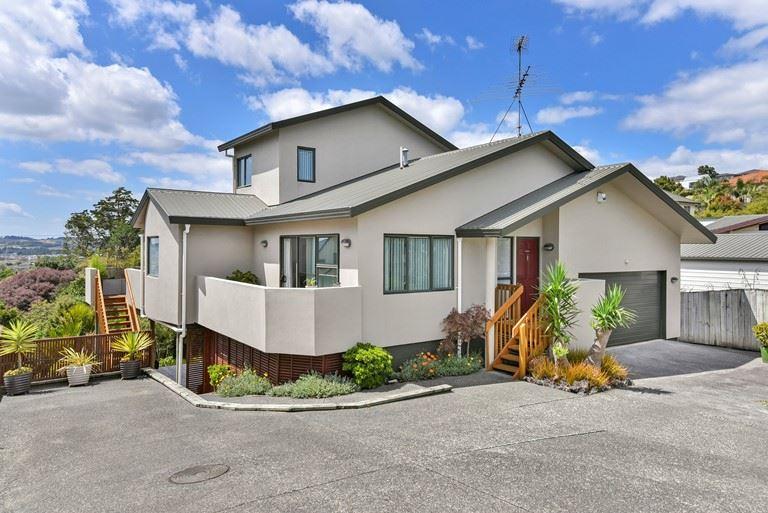 Manukau Heights - $869,000