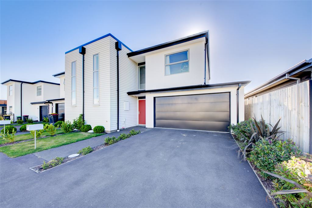 Immaculately Presented in Popular Longhurst Subdivision