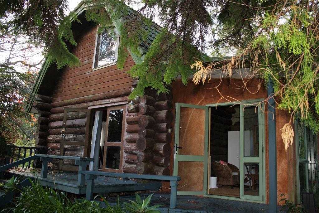 Tui's Nest - Log Cabin