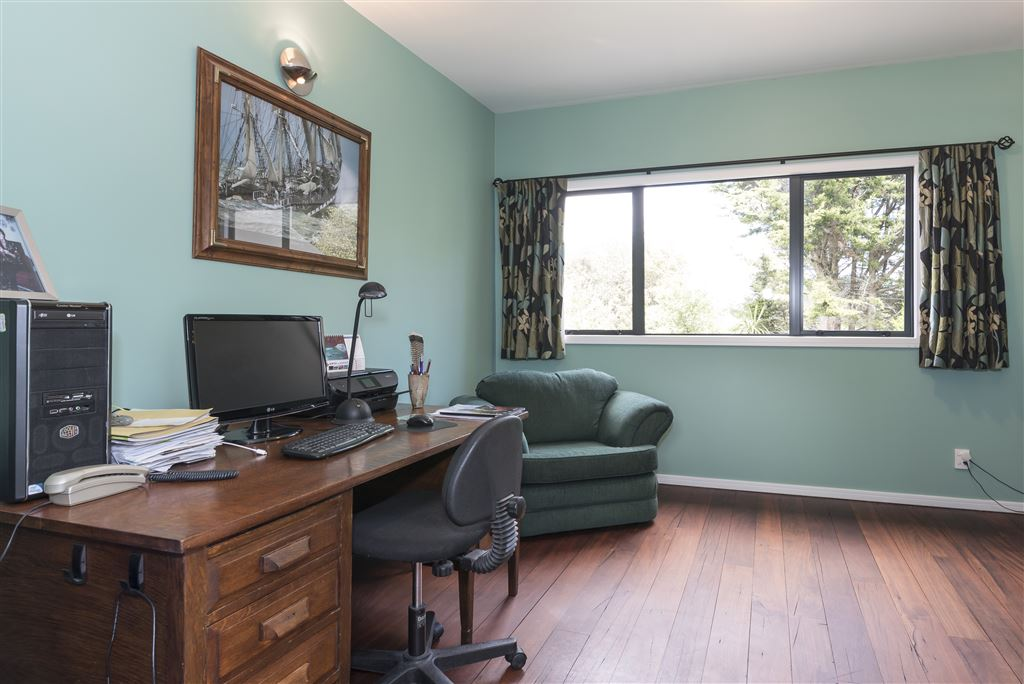 spacious study can be ground floor bedroom