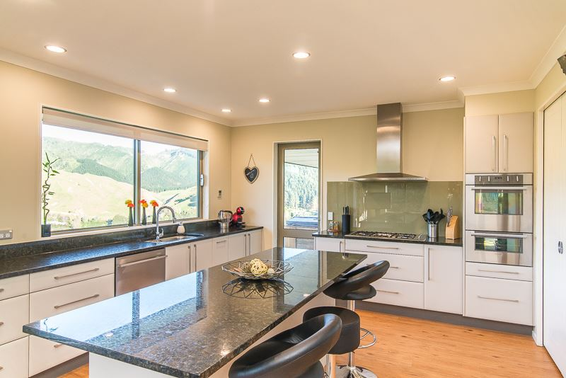 Spacious and Sunny in Nikau Valley