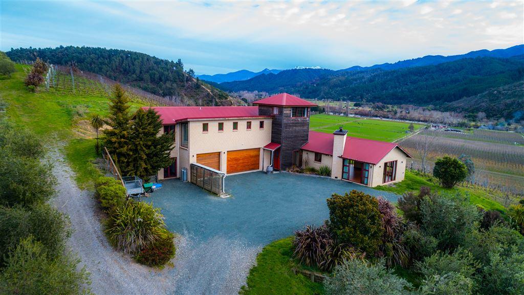Tuscan Villa With Sweeping Views