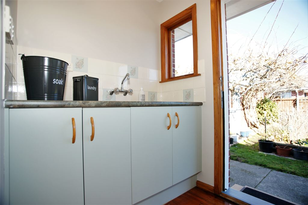 Laundry alcove for front load washing machine