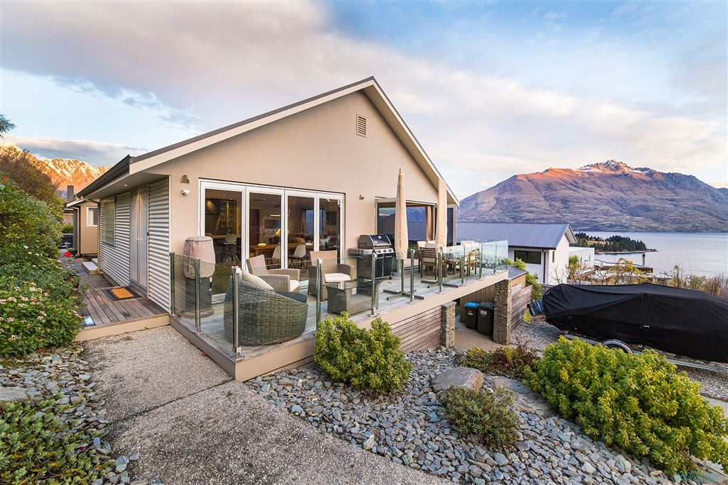 Dress Circle Home in The Heart of Queenstown