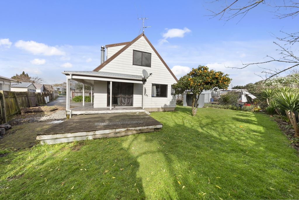Do up potential in Central Manurewa!