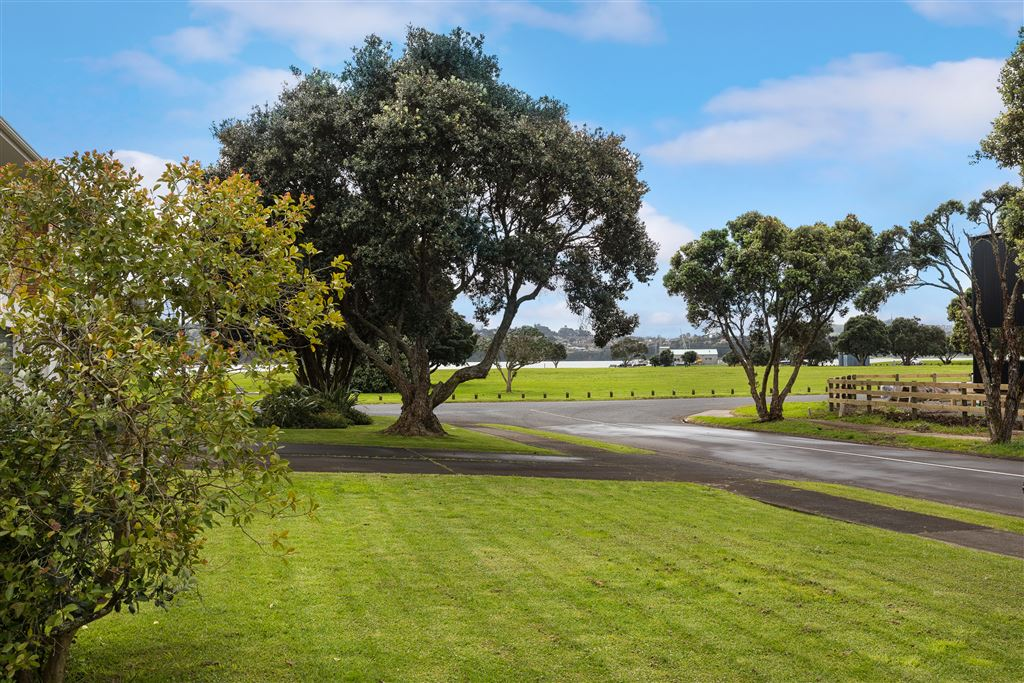 View from front of property towards Kiwi esplanade