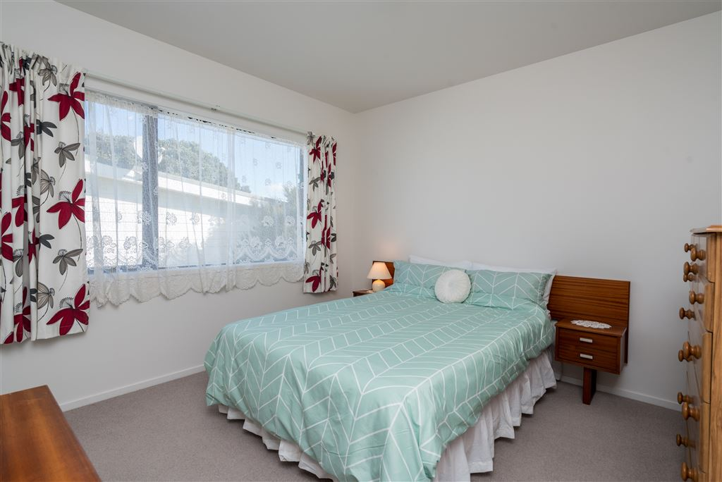 3RD DBLE BEDROOM WITH ROBE - MAIN HOUSE.