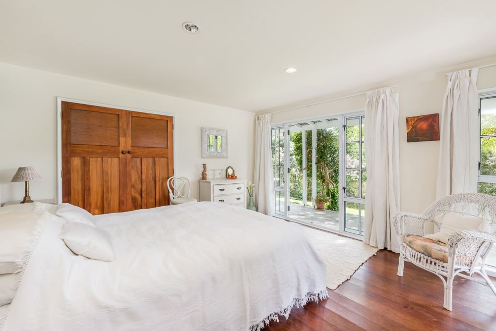 Downstairs main bedroom
