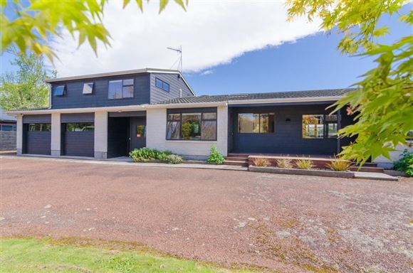 Superb Family Home in Exceptional Wood Street