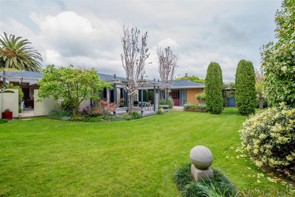 Secluded, Spacious & Garden Oasis