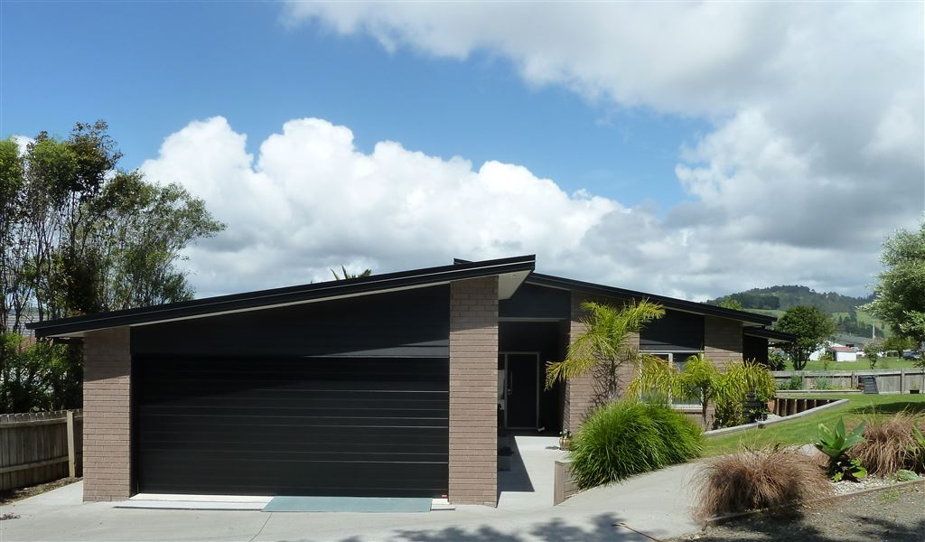 Relaxed Living In A Great Location Close To Town!