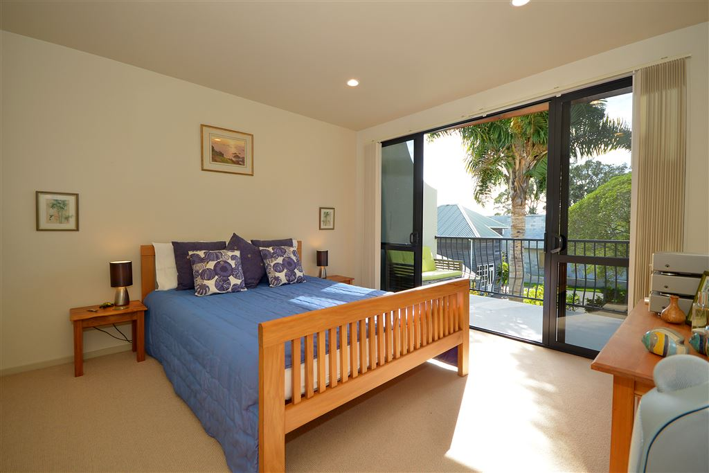 Master bedroom, walk in robe and balcony