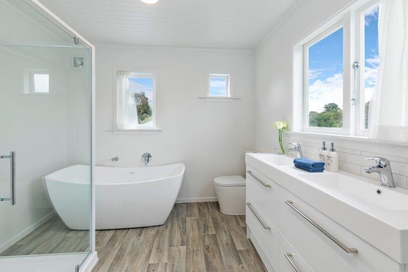 Upstairs House - Bathroom