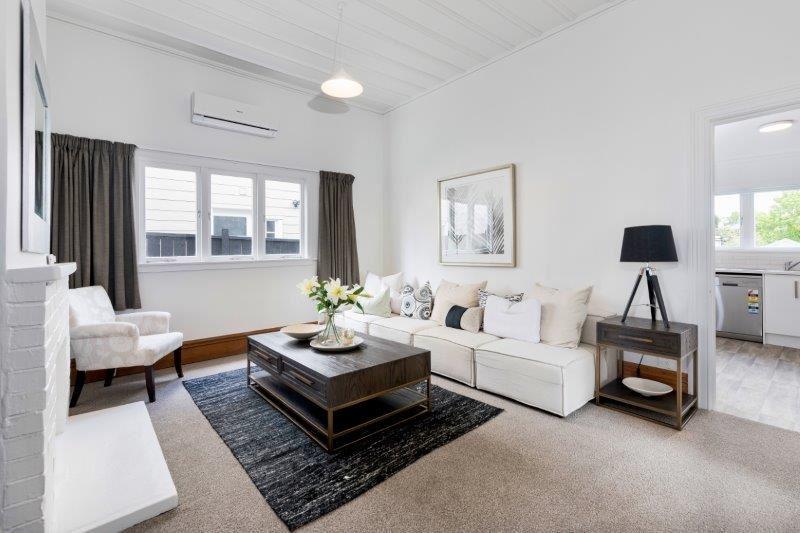 Upstairs House - Lounge