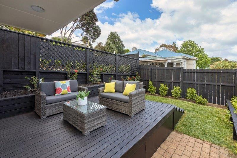 Flat Downstairs - Deck & Garden
