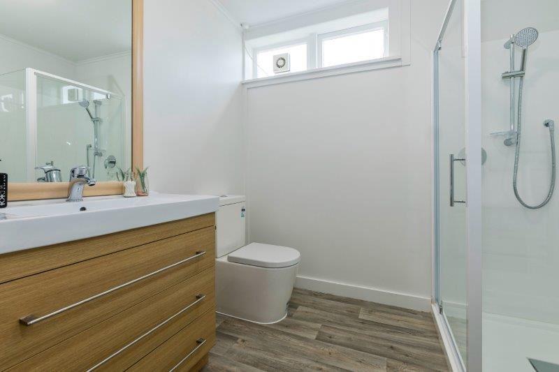 Flat Downstairs - Bathroom