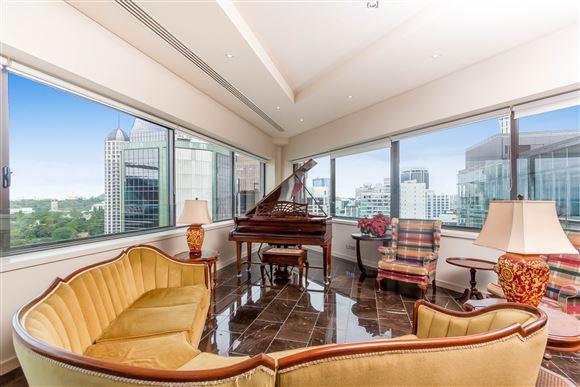 Luxury CBD Penthouse - 3 Brms