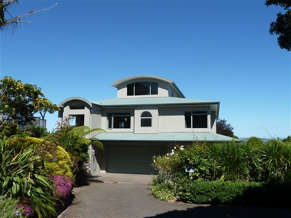 Grand Home with Panoramic Sea Views