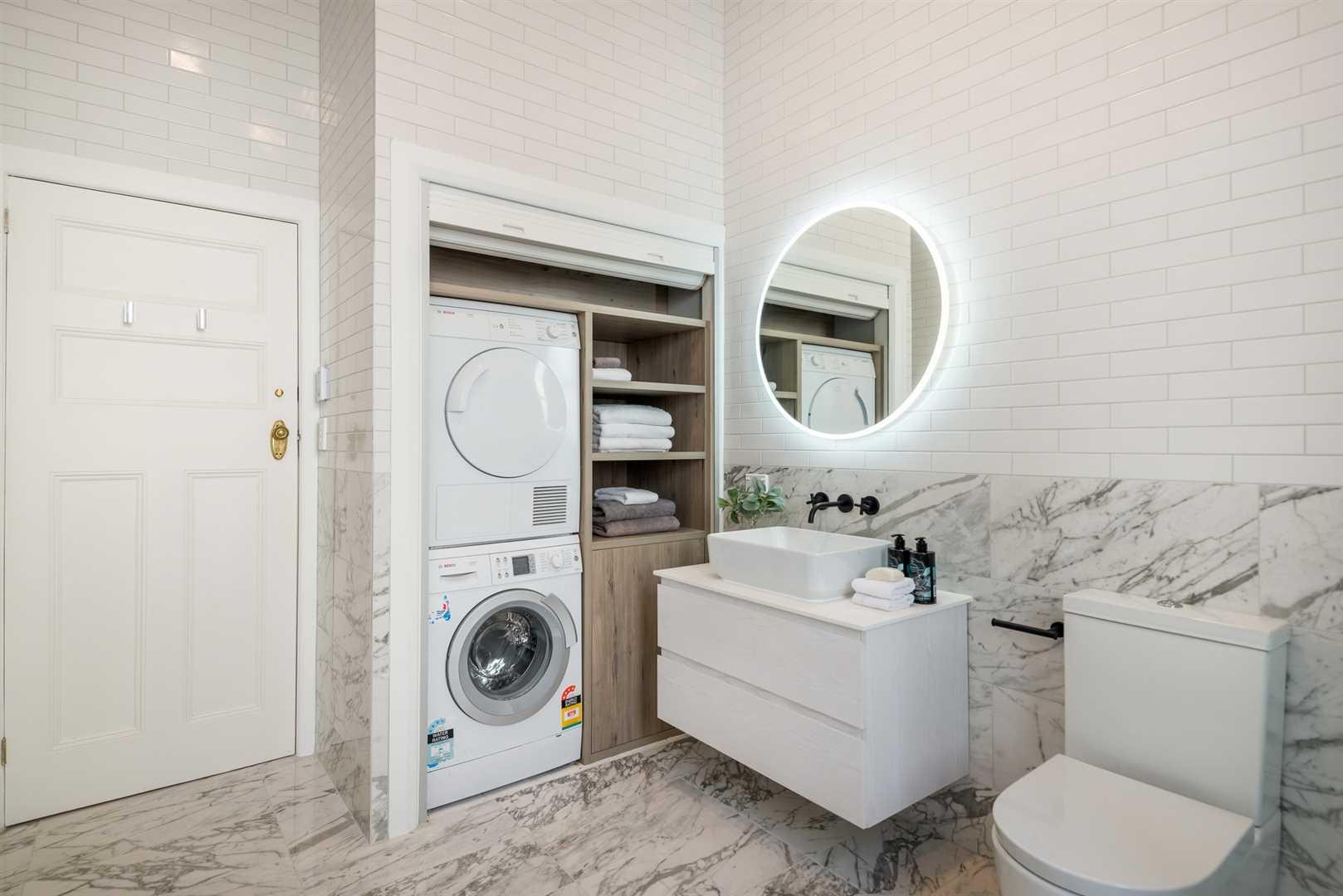 Main Bathroom showing Laundry
