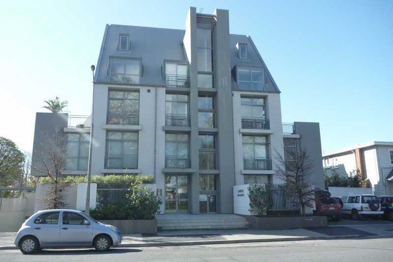 Executive Furnished Inner City Apartment - Available to May