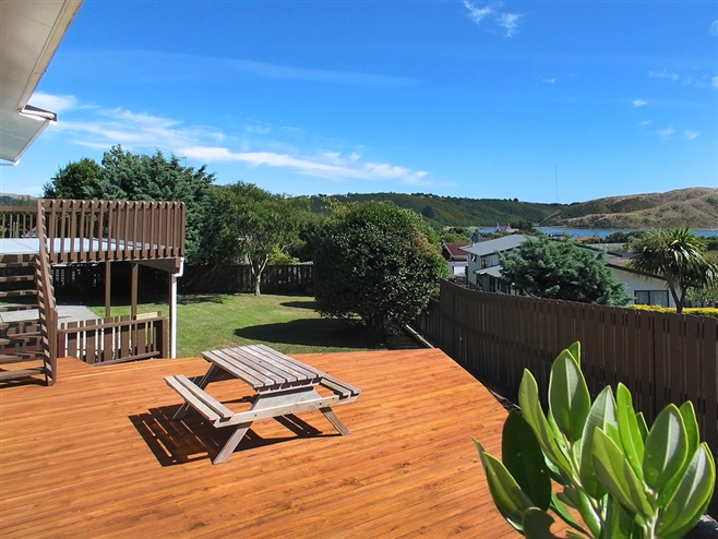 SOLD 7 Kinloch Place, Papakowhai by Andy Cooling